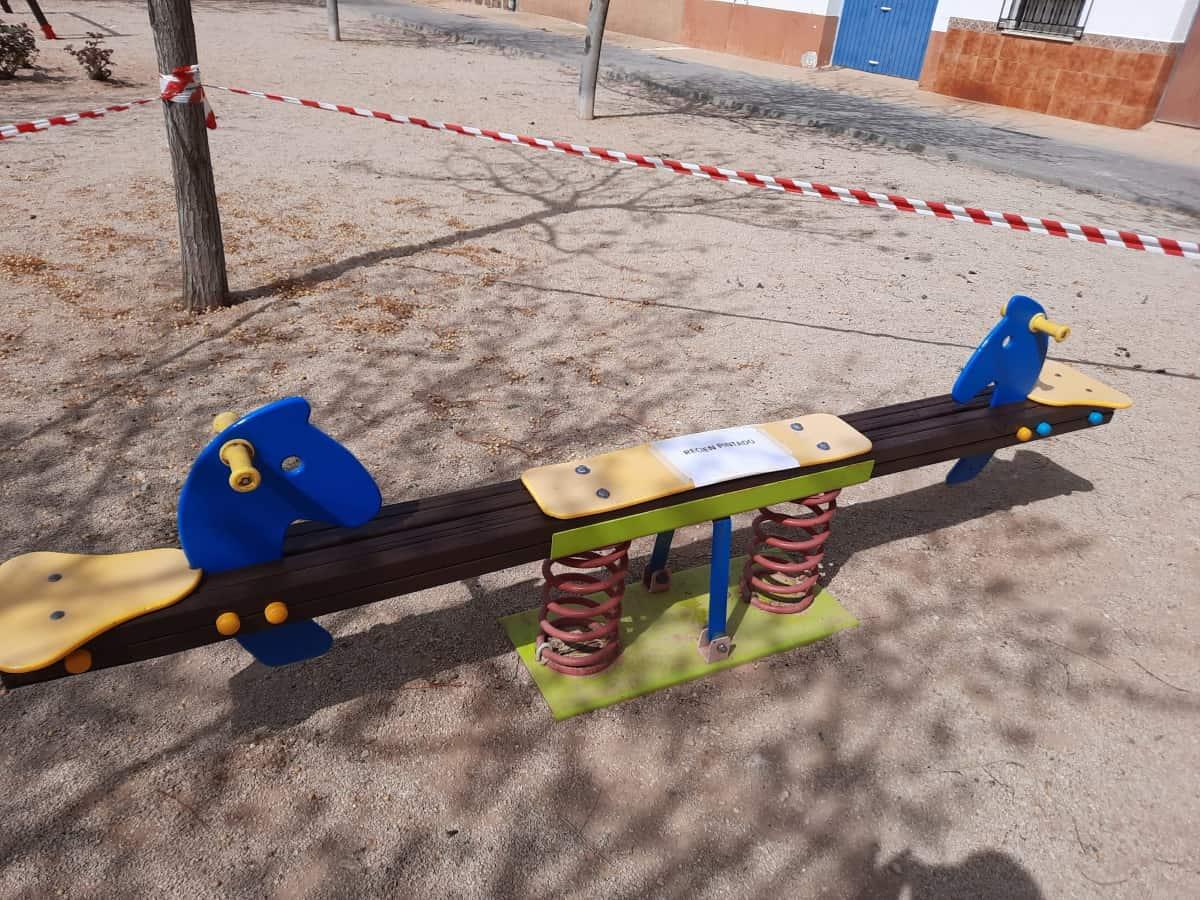 Concejalía de Urbanismo de Quintanar de la Orden trabaja en el arreglo de los parques infantiles
