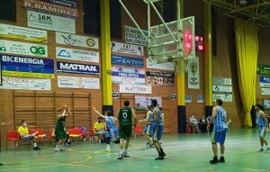 El equipo senior de baloncesto Criptana pierde la invatibilidad ante el Globalcaja Quintanar