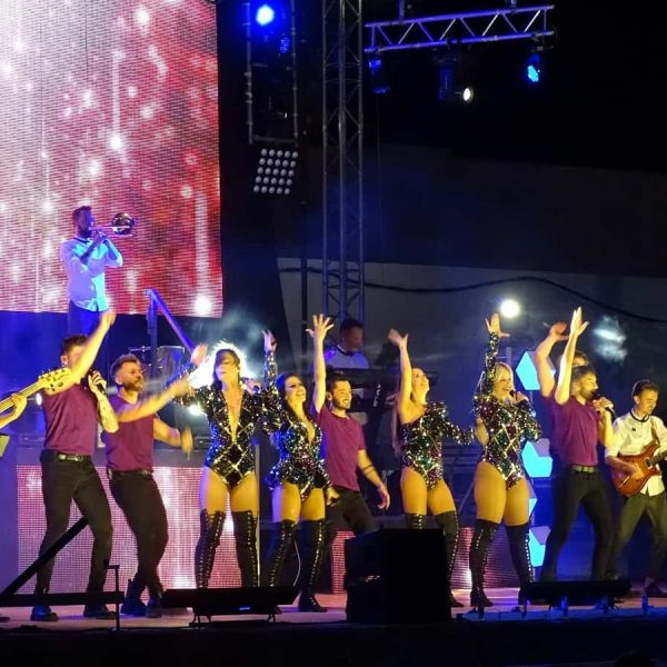 El Réplica Fest, Efectiviwonder y La Mundial triunfan en las noches de feria de Quintanar
