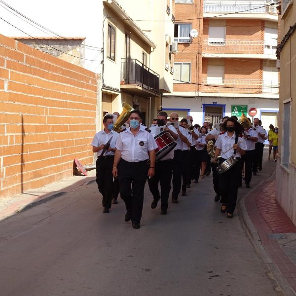 La UMQ lleva la música festiva por las calles de Quintanar de la Orden